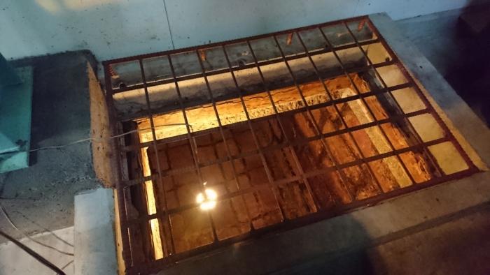 石でできた地下発酵槽(国登録有形文化財)